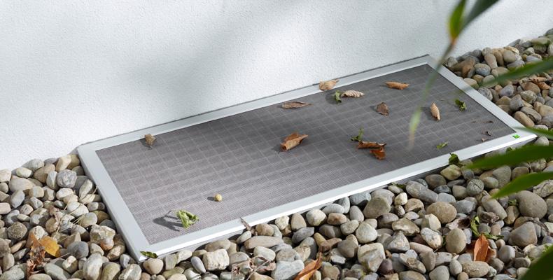 lichtschachtabdeckung lisa insektenschutz f r fenster und t ren pollenschutz divario ag. Black Bedroom Furniture Sets. Home Design Ideas